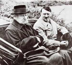 Президент Германии Гинденбург с Гитлером