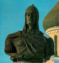 Памятник Александру Невскому на его родине в Переславле-Залесском